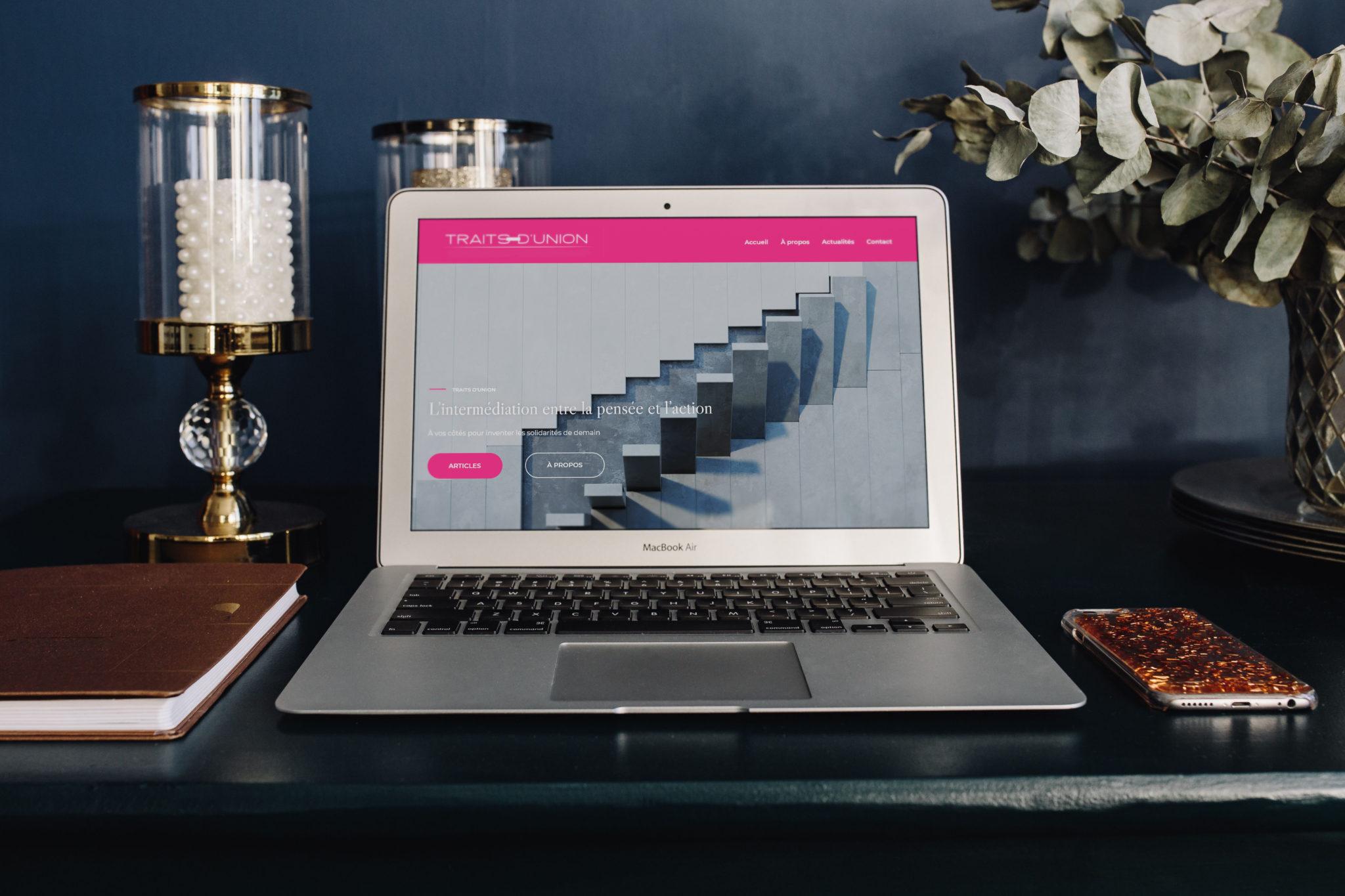Ioana Calin - Graphiste et web designer freelance - Création Site web Traits d'union 2