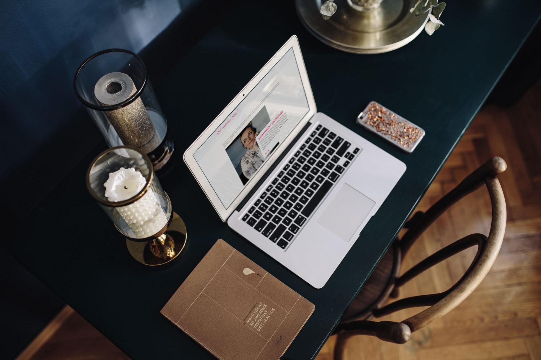 Ioana Calin - Graphiste et web designer freelance - Création Site web Traits d'union
